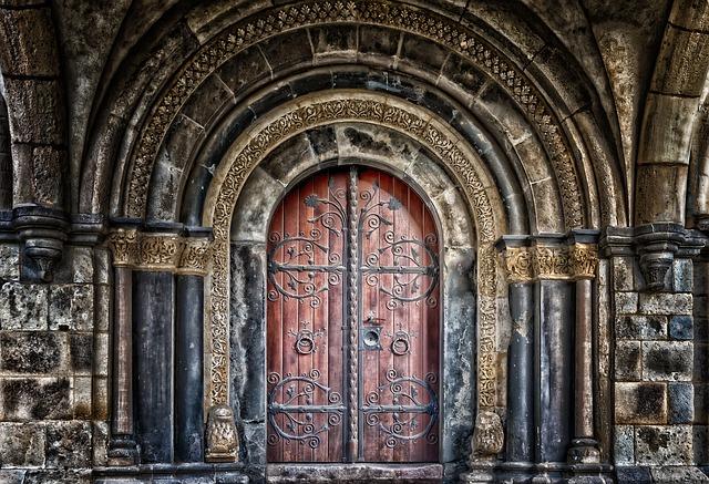 דלתות פנים ראשית